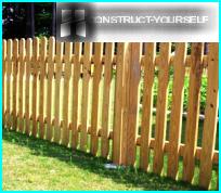 รั้วรั้วไม้ด้วยมือของพวกเขาในการบริหารจัดการการก่อสร้าง